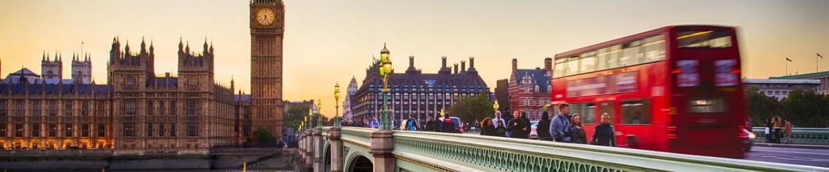 Banner con imagen de Londres con autobús típico y el Big Ben al fondo