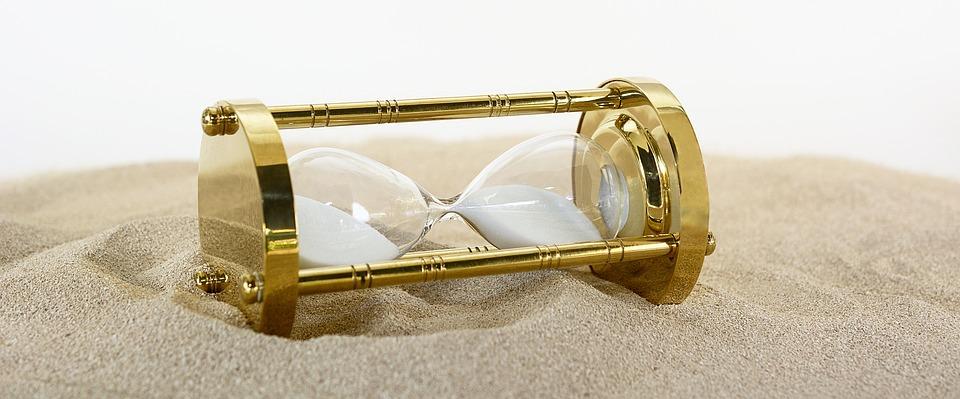 hourglass 2910951 960 720 - Encuesta de preferencias horarias curso 2018-19